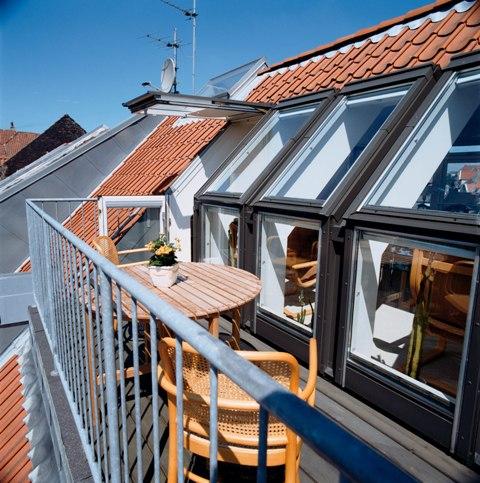 balkon na poddaszu dachowe okna balkonowe. Black Bedroom Furniture Sets. Home Design Ideas