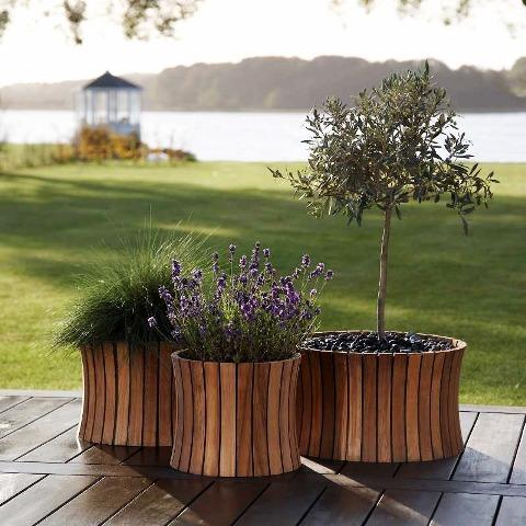 Designerskie doniczki drewniane