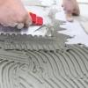 Klej do płytek nanoszony na podłoże