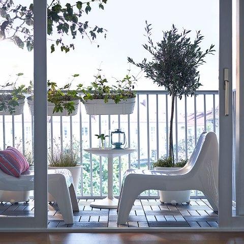 Pomys na ma y balkon wyposa enie mocowane do balustrady for Muebles para balcon exterior pequeno