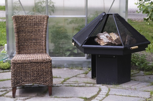 paleniska ogrodowe ogrzewanie tarasu i urok ognia. Black Bedroom Furniture Sets. Home Design Ideas