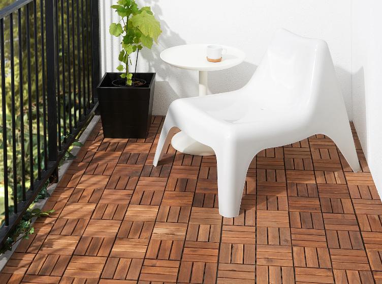 drewniana-posadzka-na-balkonie