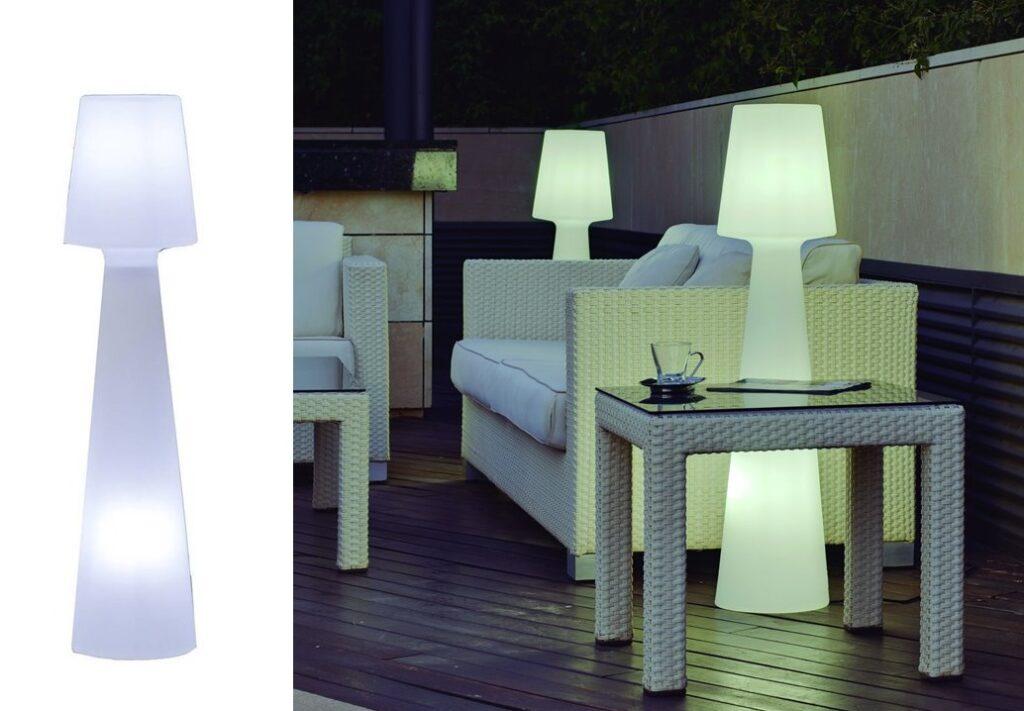 Jeśli chcemy korzystać z naszych przydomowych przestrzeni również po zmroku warto zaopatrzyć je w odpowiednie oświetlenie. Odpowiednio dobrane dekoracyjne lampy zewnętrzne staną się nie tylko źródłem światła, ale również ozdobą  Twojego tarasu lub balkonu.